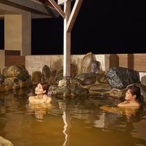 龍神お湯 岩風呂夜の様子