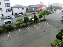 無料広々駐車場(約50台対応)