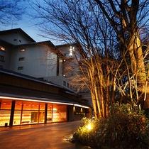 西村屋ホテル招月庭夜の外観
