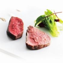 2種の但馬牛熟成肉の炭火焼き