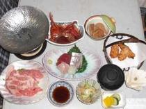 標準のお料理一例金目鯛煮付けや地魚のお刺身など