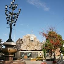当館から徒歩1分、湯元の広場。和倉温泉の開湯伝説はコチラで