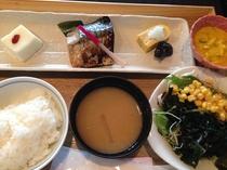 日替りランチ(焼魚定食 サバ塩焼き)