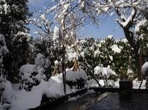 ひのき露天風呂 2月頃の雪景色です。