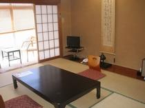 一階 10畳 竹の間 104号室です。