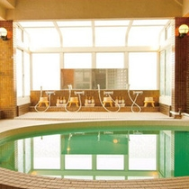 【大浴場】男女別に1箇所ずつあり、10名様ほどがご入浴いただける広さです