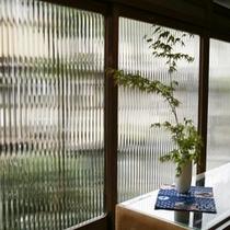 昭和の窓枠と窓ガラス。。もうこんなガラスは、作れない