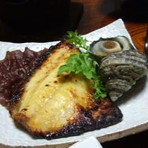 ご夕食例【サザエ ツボダイの味噌漬け】
