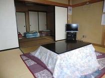 1階にあるテレビ付8畳間&6畳間2部屋ある和室