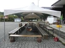 里人学校前に常設したバーベキュコーナー