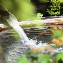 貸切露天風呂 風呂桶は大鍋 鉱山で鉱石を溶かしていたとか (10)