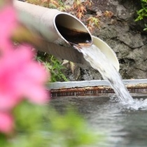 貸切露天風呂 風呂桶は大鍋 鉱山で鉱石を溶かしていたとか (9)