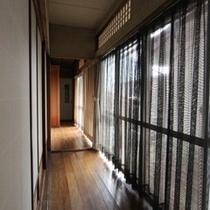 レトロな雰囲気の館内 (2)