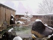 雪の中の露天風呂は絶景です!