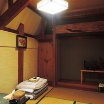 *【2F/和室6畳】バス・トイレ共同。昔ながらの温もりのあるお部屋です。