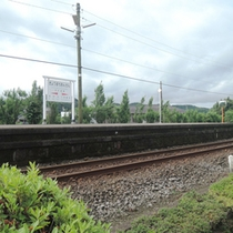 *【京町温泉駅】当館より徒歩2分の自然に囲まれた無人駅です。