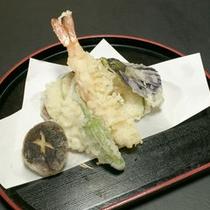 *【夕食例】海の幸を中心にお食事をご用意しております。