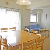 *お部屋リビング一例 広めのお部屋で家族やお友達と手作りのお料理でパーティーや宴会はいかがですか?