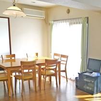 *お部屋一例 シンプルだけれども広くて快適♪をモットーにしております。