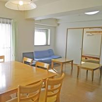 *お部屋リビング一例 広めのお部屋で家族やお友達とパーティーもできてしまいます♪