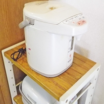 *ポットも完備しております。暖かいお茶からカップラーメンまで暖かいお湯で何でも簡単に♪