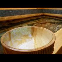 木の香りが漂う檜風呂