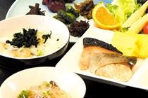 ■朝食:和洋ミニバイキングは全18品