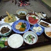*【囲炉裏料理一例】自家製の野菜を使った手造り郷土料理でおもてなし致します。