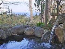 遠く房総半島、三浦半島の夜景や大島の漁り火の見える貸切露天風呂