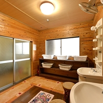 *【風呂一例】広々とした脱衣場です。