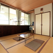 【和室】畳のお部屋でごゆっくりおくつろぎください。