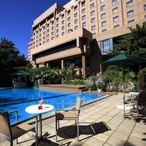 ◇赤土色がトレードマークのホテル