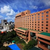 ◇ 閑静な高台の住宅地に佇むホテル