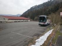 大型バス駐車場、別の角度から