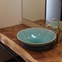 露天風呂付客室(海側)の洗面台