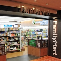 【ファミリーマート:ロビー4F】ドリンクやフードはもちろん、ATMやファミカフェもあって便利♪