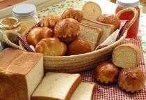 朝食焼き立てパン