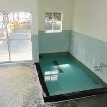 *【風呂】古くから秘湯として知られる湯の瀬温泉。