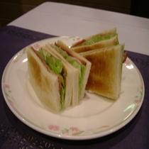 B&Bプランでお出しする生ハム&野菜サンドイッチ