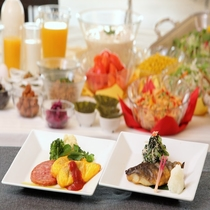 ご朝食 ~2種類のメインをお選び頂いて、ハーフブッフェ♪