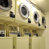コンランドリーと乾燥機が館内に36台あり!待ち時間無し!