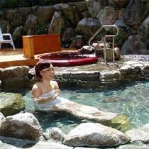 【露天風呂(女湯)】白浜温泉の中でも上質な≪甘露の湯≫を心行くまでご堪能下さい。