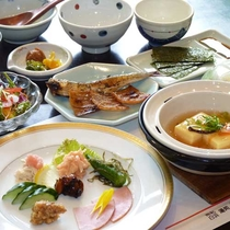 【朝食一例】朝食は優しい味の和定食をご用意致します。