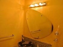 【スーペリア】洗面台は可愛い形の鏡です♪