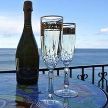 大切な休日、海を眺めながらまったり乾杯♪