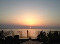 【スイート】夏になるとお部屋の真正面に朝日が昇ります。