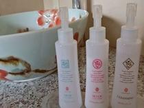 【大浴場】クレンジング・化粧水・乳液をご用意しています。タオルはお部屋からお持ちください。