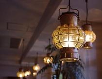 【マリンランプ】ダイニングにはこの形のランプがたくさん飾られています♪