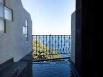【スーペリア】いつでも入れる源泉かけ流しの温泉!好きな温度に調節して満喫しよう♪