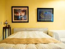 【スーペリア】シングルのマットレスを2つ並べているので、相手の寝返りが気にならずにぐっすり眠れます。